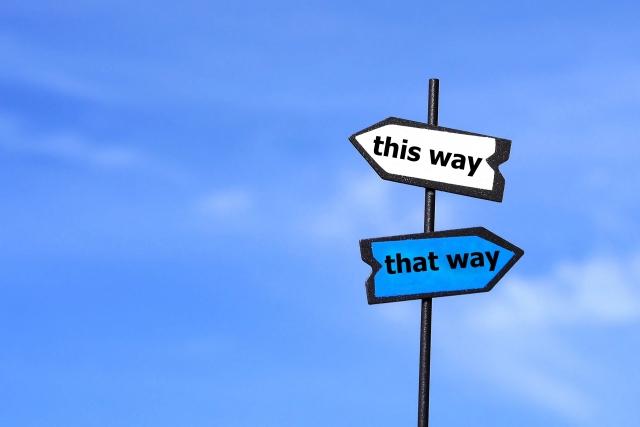 道を示す看板